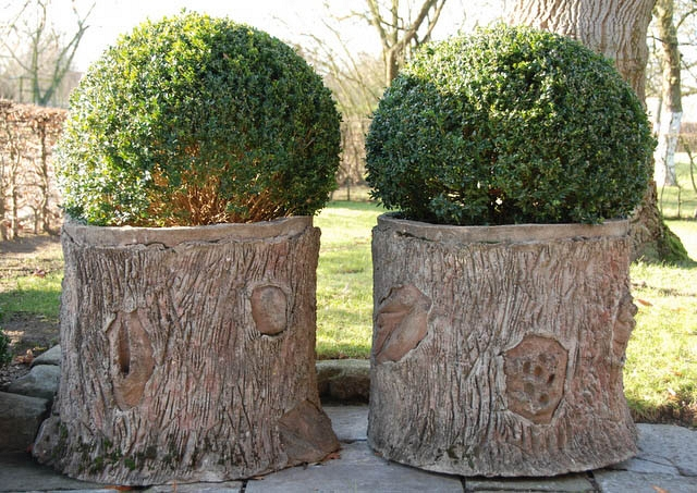 Pair of garden ornaments