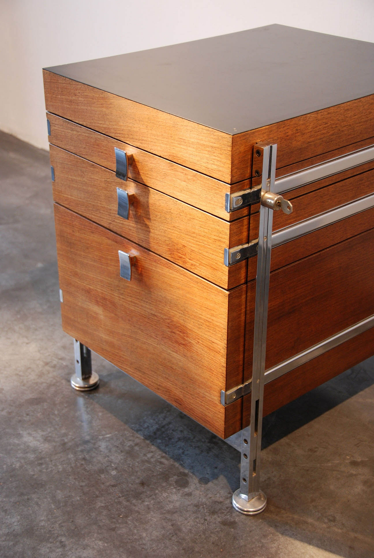 CHEST OF DRAWERS JULES WABBES