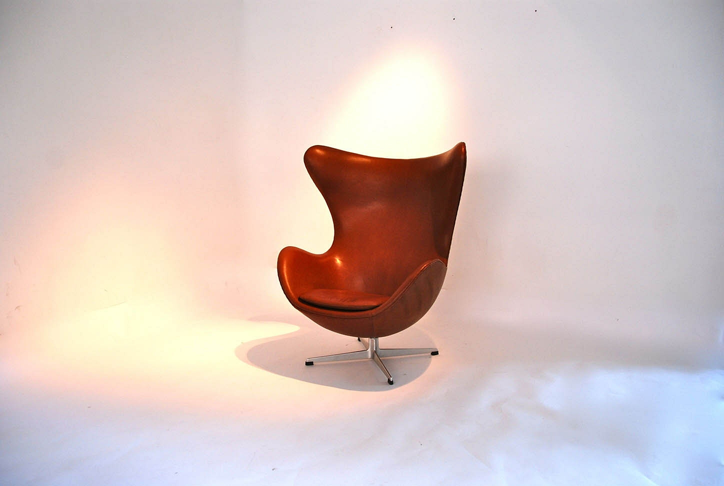 "Arne Jacobsen ""egg chair"""