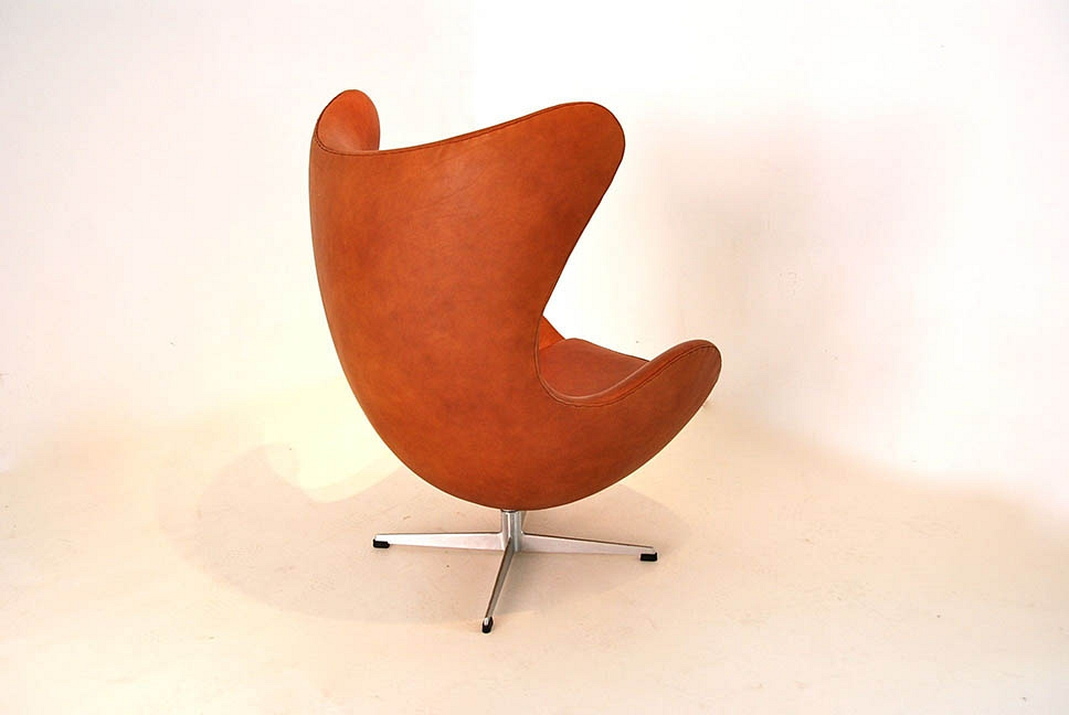 Arne Jacobsen EGG chair with Ottoman