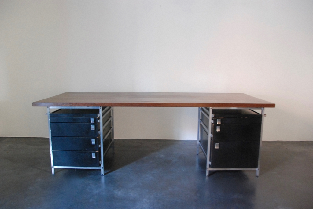Jules Wabbes executive desk