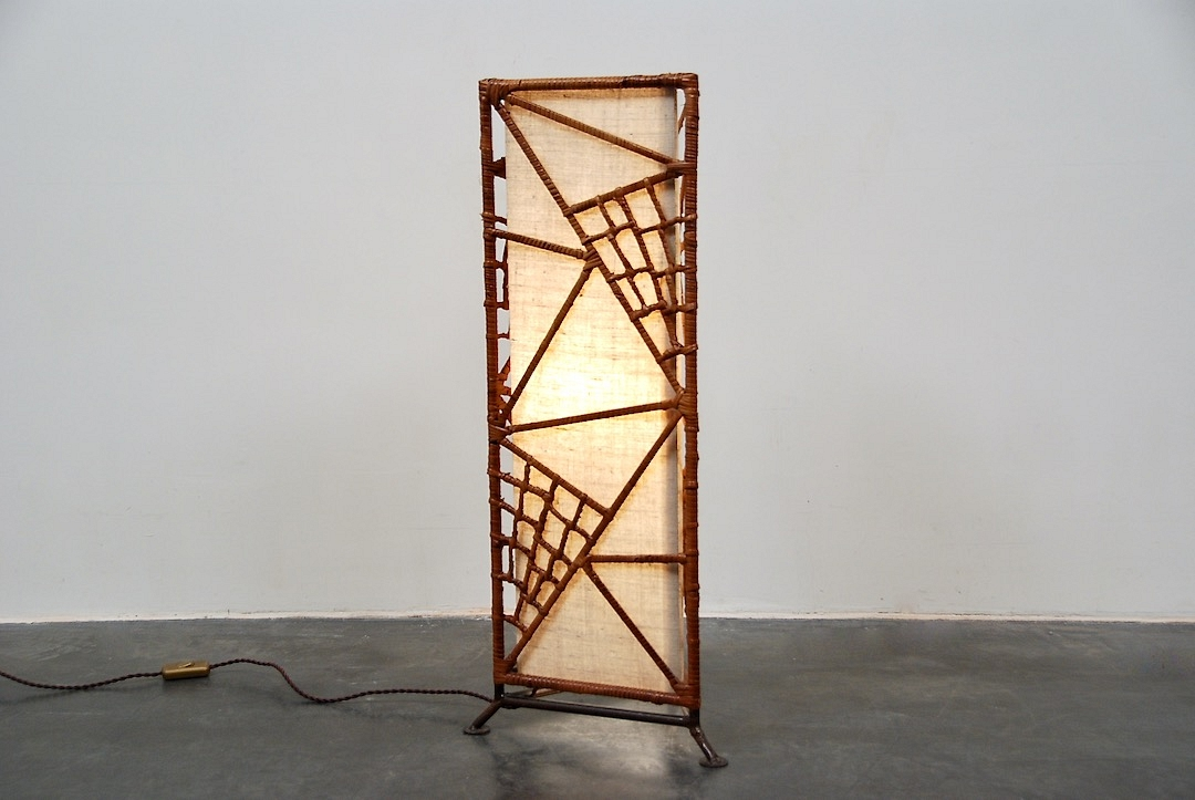 wicker stand lamp